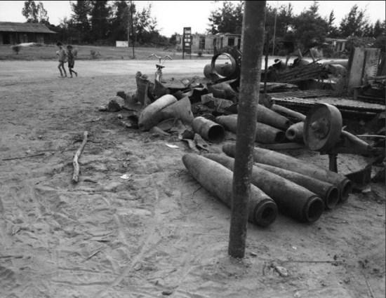 Vỏ đạn bom cũ được tập kết ở thị xã Đông Hà, Quảng Trị.