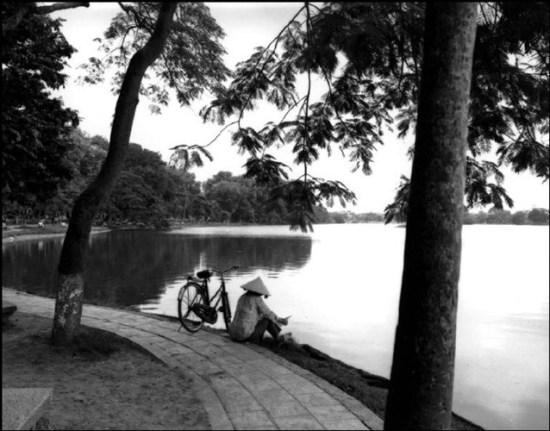 Hồ Bẩy Mẫu trong công viên Lê nin, Hà Nội.