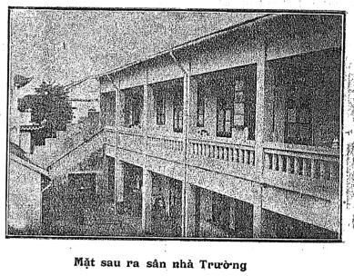 Mặt sau ra sân nhà Trường  nguồn: Phong Hóa 172 (31 Janvier 1936), tr. 12.