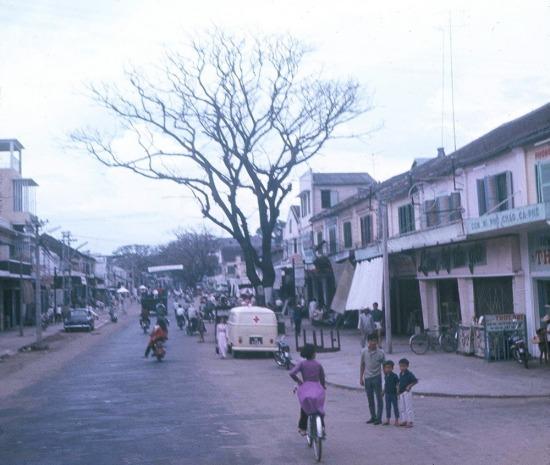 Cách đây hơn 40 năm, Đà Nẵng là một thành phố khá đơn sơ với rất ít nhà cao tầng, dù đây là thành phố lớn thứ 2 ở miền Nam Việt Nam.