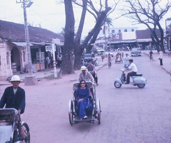 Trái ngược với sự sôi động của Sài Gòn thời đó, nhịp sống ở Đà Nẵng diễn ra khá chậm rãi.