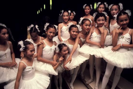 Các vũ công ballet nhí tại một buổi hòa nhạc dịp Tết.