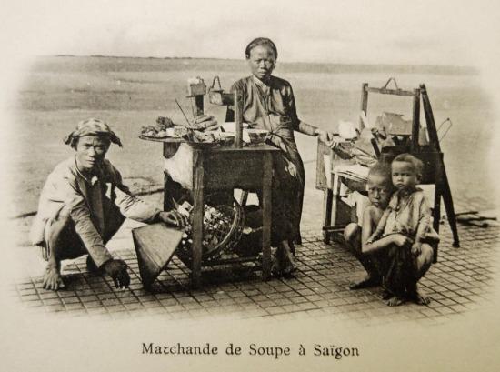 Hàng cháo vỉa hè Sài Gòn .