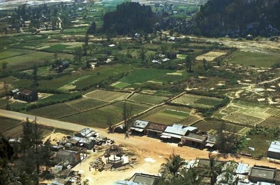 Cảnh thôn quê nhìn từ Ngũ Hành Sơn.