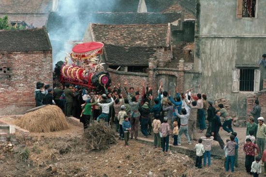 Hội rước pháo ở làng Đồng Kỵ (Từ Sơn, Bắc Ninh) vào ngày Tết.