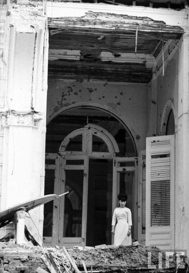 Mục đích của cuộc tấn công là ám sát Tổng thống Ngô Đình Diệm và các nhân vật chủ chốt của chế độ, trong đó có cố vấn Ngô Đình Nhu. Tuy vậy, không có bất cứ một nhân vật quan trọng nào của chế độ Sài Gòn bị thiệt mạng trong cuộc không kích. Ba người chết trong vụ tấn công này là người phục vụ và lính gác. 30 người khác bị thương.