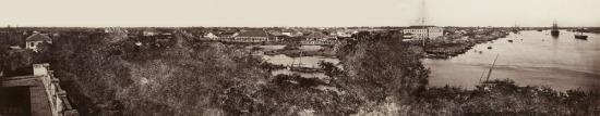 Toàn cảnh sông Sài Gòn và rạch Bến Nghé nhìn từ nóc Nhà Rồng.