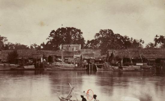 Xóm làng ven sông ở Nam Kỳ.