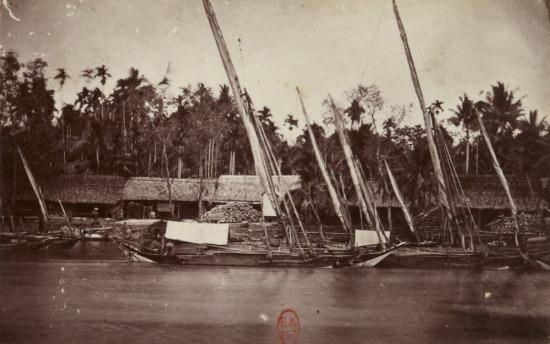 Những con thuyền đã xếp buồm nằm trên bến, Nam Kỳ.