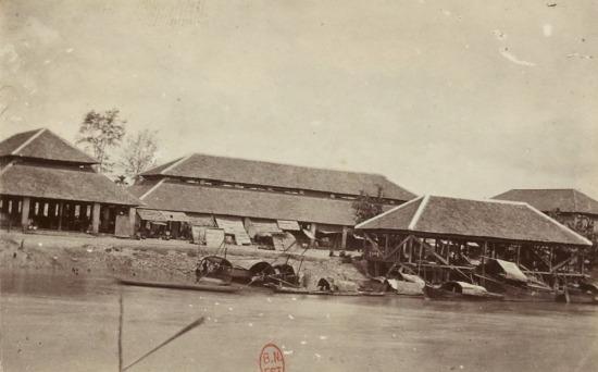 Chợ ven sông ở Mỹ Tho.