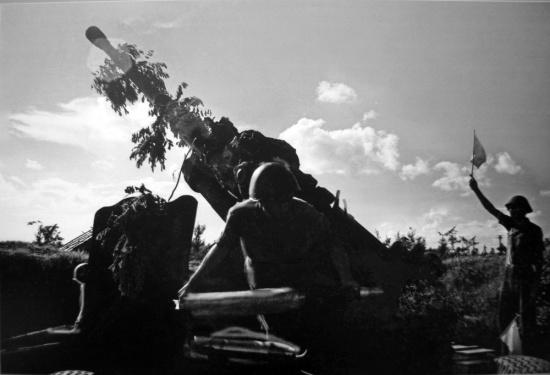 Bảo vệ vùng trời Hà Nội trước sự phá hoại của máy bay Mỹ.