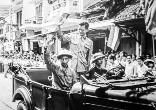 Phó Chủ tịch Ủy ban Quân chính Hà Nội Trần Duy Hưng từ Việt Bắc về tiếp quản thủ đô năm 1954.