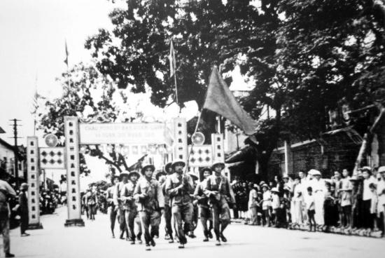 Bộ đội Việt Minh tiếp quản thị xã Hà Đông ngày 6/10/1954.