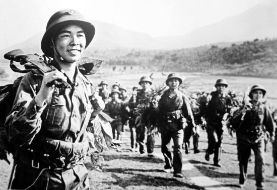 Các chàng trai Hà Nội trên đường hành quân vào miền Nam.
