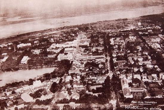 Trung tâm Hà Nội với Hoàn Kiếm nằm bên trái.