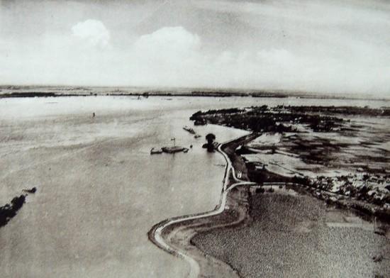 Một đoạn sông Hồng trong trận lũ năm 1926.