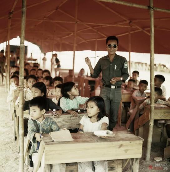 Lớp học dành cho trẻ em do Sư đoàn 5 Bộ Binh VNCH tổ chức