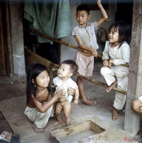 Trẻ em nghèo miền Nam Việt Nam.