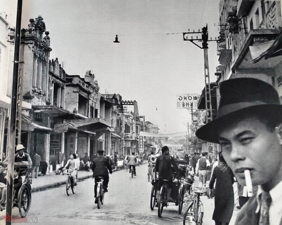 Vẻ nhộn nhịp trên đường phố Hà Nội.