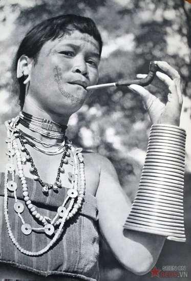 Phụ nữ thuộc một bộ tộc ở Lào.