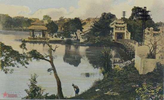 Đền Ngọc Sơn và cầu Thê Húc ở hồ Hoàn Kiếm, Hà Nội.