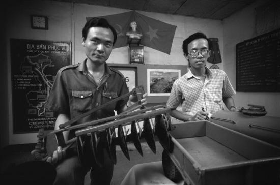 Tổng công ty Cơ khí Đồng Tâm ở Quận Gò Vấp, TP HCM có khả năng sản xuất 40 loại phụ kiện khác nhau của các thiết bị nông nghiệp. Cơ sở này được thành lập năm 1976 với 22 lao động, mức vốn đầu tư là 100 đồng. Đội ngũ quản lý gồm bảy người, bao gồm cả giám đốc - ông Nguyễn Nam Hùng - được bầu lên bởi các công nhân.