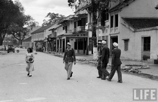 Lính Pháp trên đường phố Lạng Sơn.