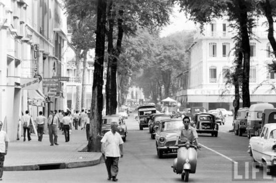 Đường Tự Do, một trong những con đường đẹp nhất ở trung tâm Sài Gòn, nay là đường Đồng Khởi.