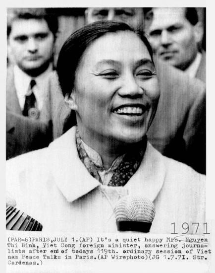 Nét mặt vui tươi của Bộ trưởng Nguyễn Thị Bình được phóng viên ghi lại ngày 1/7/1971, sau vòng đàm phán thứ 119.