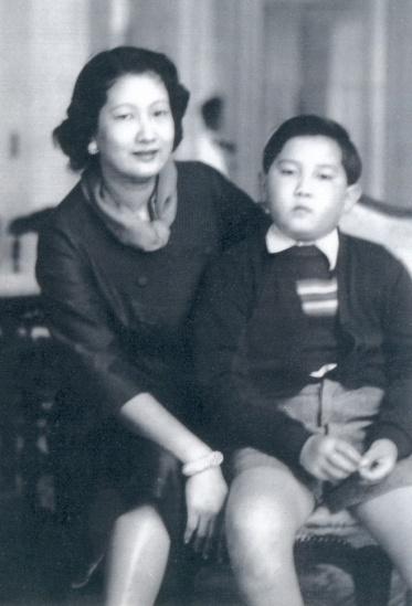 Hoàng hậu Nam Phương và Hoàng tử Bảo Thắng.