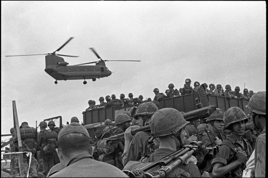 Lữ đoàn cơ động đường không số 2 của Sư đoàn Kỵ Binh bay số 1 đổ bộ tại Qui Nhơn, 13/9/1965.