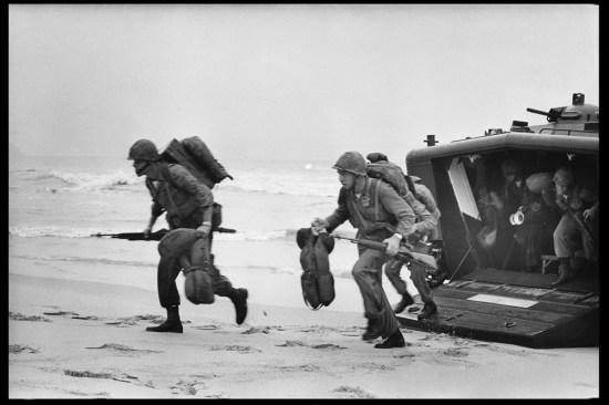 Thủy quân lục chiến Mỹ đổ bộ tại Đà Nẵng, tháng 3/1965.