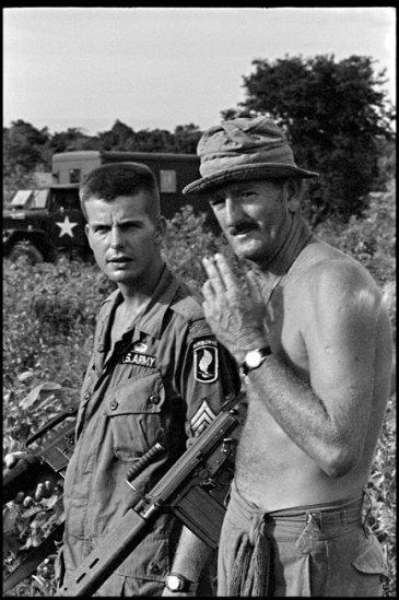 Quân Mỹ và Australia thuộc Lũ Đoàn Dù 173 sau một chiến dịch tháng 10/1965.