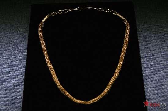 Vòng cổ làm bằng vàng có niên đại từ thế kỷ 3 - 7.