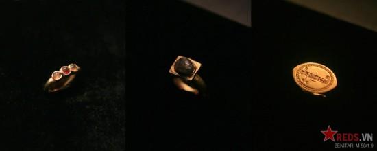 Các mẫu nhẫn vàng được chế tác rất công phu.