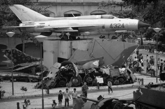 Chiếc máy may MiG-21 từng được phi công Việt Nam dùng để bắn hạ máy bay B-52 của Mỹ được trưng bày trong bảo tàng Quân đội, Hà Nội.