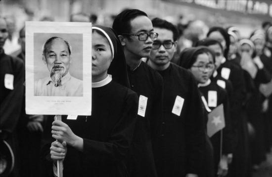 Tín đồ Công giáo ở TP HCM tham gia buổi lễ diễu hành.