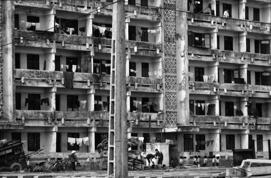 Một khối nhà tập thể mang phong cách Xô Viết được xây ở Hải Phòng, trên nền của khu dân cư đã bị bom Mỹ san bằng.