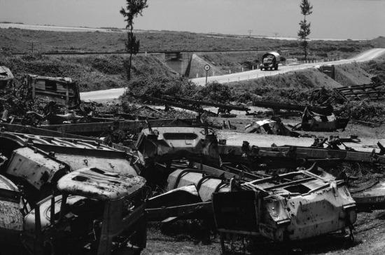 Xác xe cơ giới vẫn chất đầy ven Quốc lộ 1 trên địa phận miền Bắc sau gần 1 thập niên. Đây là tàn tích của hoạt động đánh phá đường giao thông có quy mô lớn nhất lịch sử do Mỹ tiến hành trong chiến tranh Việt Nam