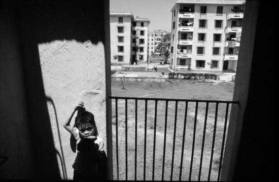 Khu chung cư do CHDC Đức (cũ) xây dựng tại Vinh, thành phố miền Trung đã bị tàn phá nặng nề trong chiến tranh Việt Nam.