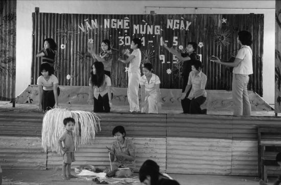 Học viên trong trại giáo dưỡng dành cho các phụ nữ từng hành nghề mại dâm tại TP.HCM tập dượt biểu diễn văn nghệ.