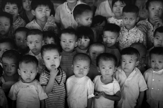Trẻ em trong trại trẻ mồ côi số 6, TP HCM.
