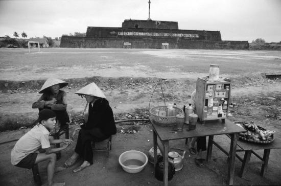 Một quán nước phía ngoài Hoàng thành Huế.