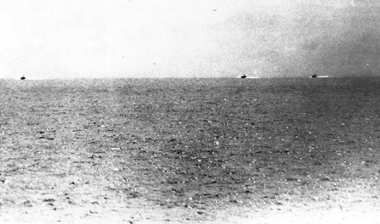 Hình ảnh ba tàu chiến của miền Bắc Việt Nam do hải quân Mỹ ghi lại từ tàu Maddox.