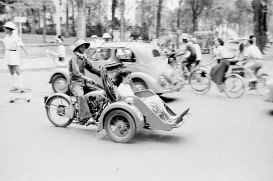 Xích lô máy trên đường phố Sài Gòn.