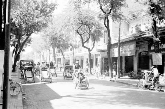 Xích lô tràn ngập đường phố Sài Gòn.