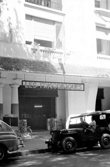 Khách sạn trên đường Catinat (đường Đồng Khởi).
