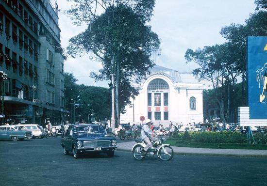 Quảng trường Lam Sơn và nhà hát lớn.