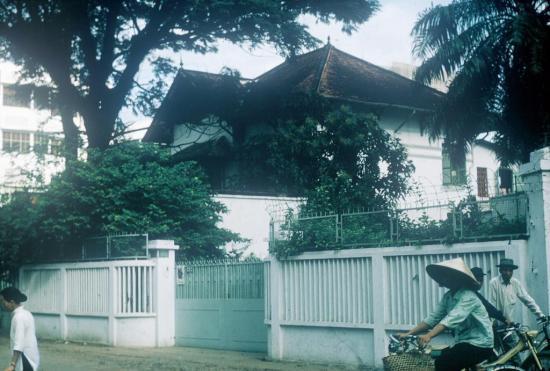 Một dinh thự cũ được người Mỹ sử dụng.