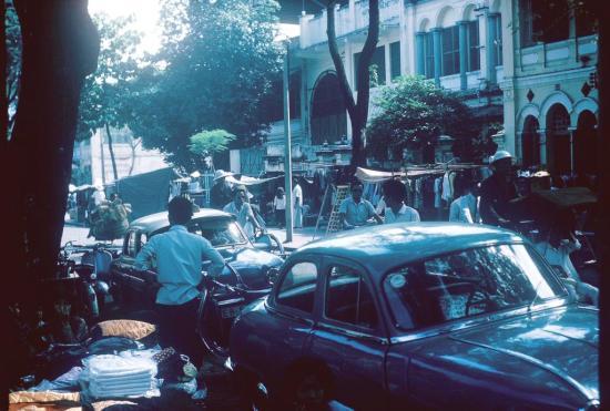 Chợ trời ở Sài Gòn.